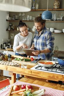 Deutschland, NRW, Frechen, Homestory,Eigenheim, Eigentum, Wohnung, Home, junges Paar, Kochen, Küche - PESF01120