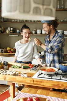 Deutschland, NRW, Frechen, Homestory,Eigenheim, Eigentum, Wohnung, Home, junges Paar, Kochen, Küche - PESF01123