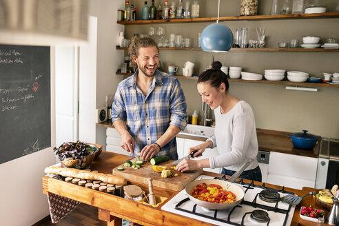 Deutschland, NRW, Frechen, Küche, Kochen, Paar, Spaß, - PESF01223