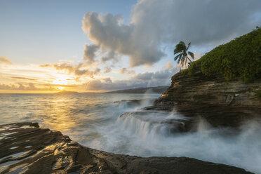 USA, Hawaii, Oahu, China Wall at sunset - FOF10274