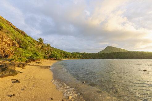 USA, Hawaii, Oahu, Hanauma Bay, dead volcano crater and Koko Crater - FOF10280