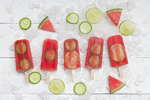 Homemade watermelon cucumber ice lollies on white ground - GWF05844