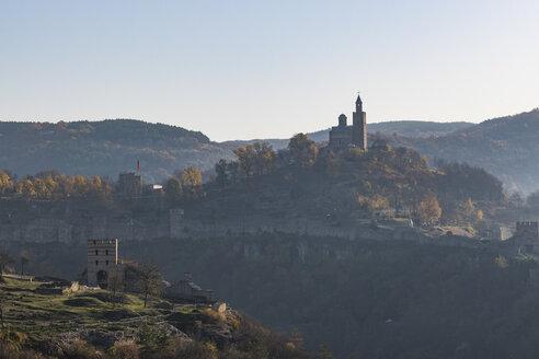 Castle Tsarevets at sunrise, Veliko Tarnovo, Bulgaria - RUNF01071