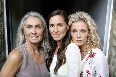 Portrait of three smiling women of different age - PESF01319