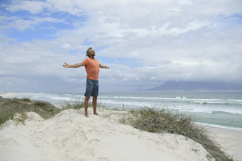 South Africa, man raising arms at Bloubergstrand - ECPF00377