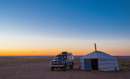 Off road vehicle parked by ger or yurt camp, Gobi desert, Mongolia - CUF48881