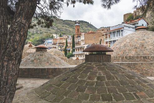 Georgien, Tiflis,  das alte Bäderviertel Abanotubani mit Blick auf die Moschee - KEBF01076