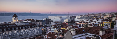 Portugal, Lisbon, View to Tagus River with 25 de Abril Bridge in the morning, seen from Baixa - FCF01672