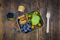 Lunch box of leaf salad, avocado, blueberries, tomatoes and crackers - LVF07778