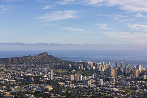 USA, Hawaii, Oahu, Puu Ualakaa State Park, View from Tantalus Lookout to Honolulu and Diamond Head - FOF10291