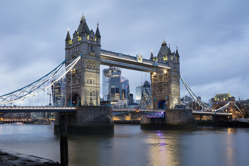 United Kingdom, England, London, Tower Bridge in the evening - WIF03812
