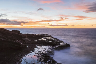 USA, Hawaii, Oahu, Lanai, Pacific Ocean at sunrise - FOF10359