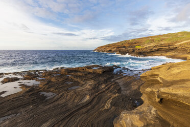 USA, Hawaii, Oahu, Lanai, Pacific Ocean at sunrise - FOF10362