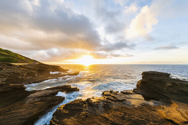 USA, Hawaii, Oahu, Lanai, Pacific Ocean at sunrise - FOF10368