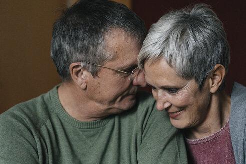 Senioren, Gelsenkirchen, NRW, Deutschland, Alter, Paar, Ehe, gemeinsam, Zärtlichkeit, Berührungen, w56, m67 - KNSF05540