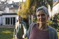 Affectionate senior couple holding hands in garden - KNSF05561