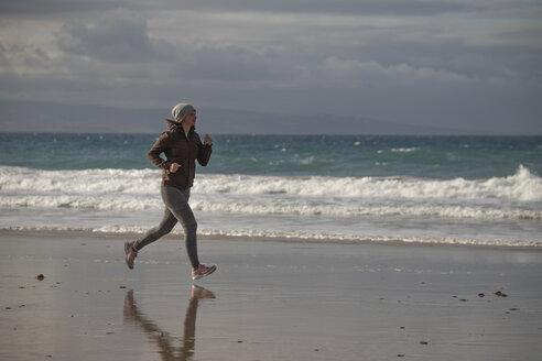 Female jogger at the beach - KBF00492