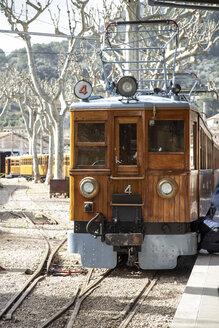 Spanien, Mallorca, Sóller, Bummelzug Roter Blitz am Bahnsteig, Lok - KB00500