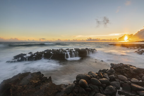 USA, Hawaii, Kauai, Pacific Ocean, South Coast, Kukuiula Bay at sunset - FOF10433