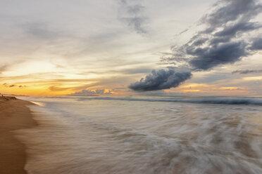 USA, Hawaii, Kauai, Polihale State Park, Polihale Beach at sunset - FOF10449