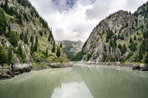 Switzerland, Valais, reservoir in the mountains - DMOF00105