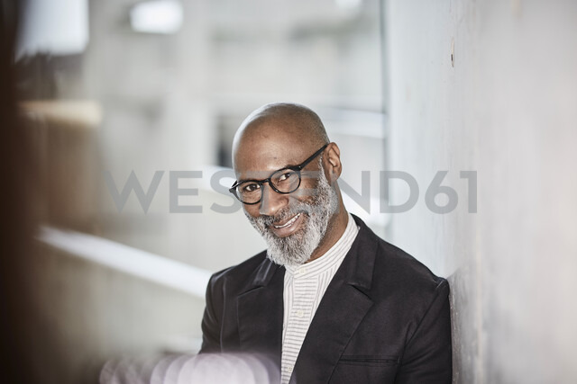 Portrait of smiling mature businessman with grey beard wearing glasses - FMKF05406 - Jo Kirchherr/Westend61