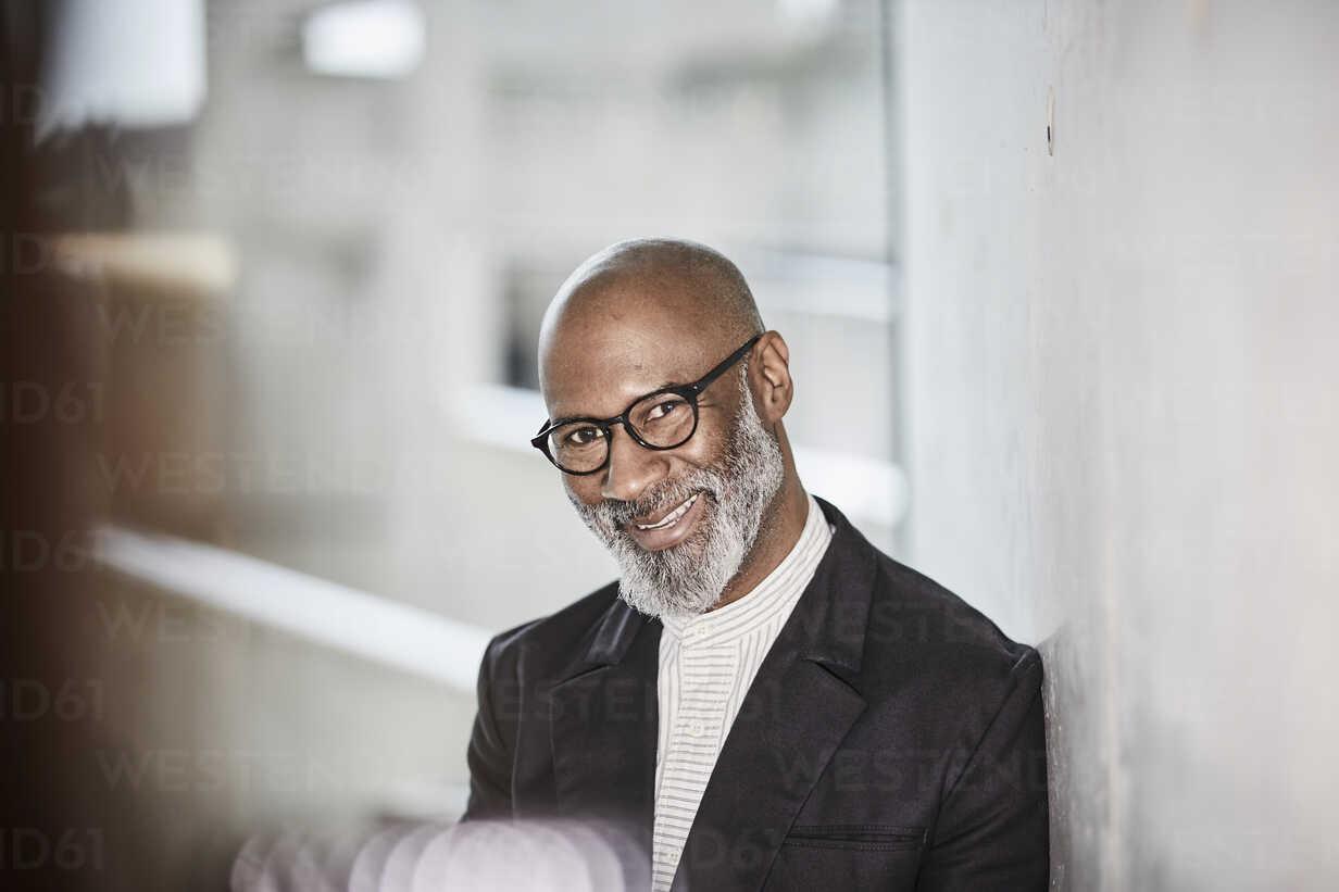 Portrait of smiling mature businessman with grey beard wearing glasses - FMKF05406 - Jo Kirchherr/Westend61