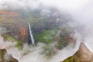 USA, Hawaii, Kaua'i, Waimea Canyon State Park, View to Waimea Canyon, Waipo'o Falls - FOF10491