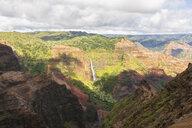 USA, Hawaii, Kaua'i, Waimea Canyon State Park, View to Waimea Canyon, Waipo'o Falls - FOF10497
