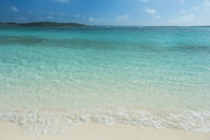 Caribbean, Bahamas, Exuma, turquoise waters and a white sand beach - RUNF01326