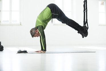 Man doing his fitness regime, doing suspension training - MAEF12813