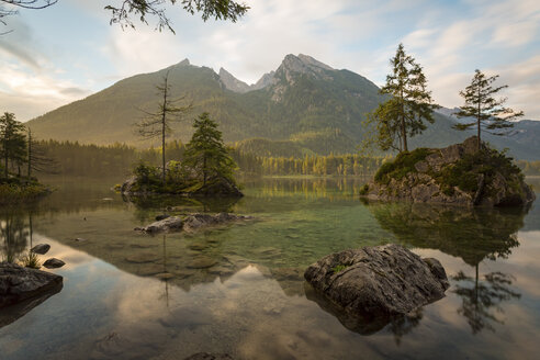 Germany, Bavaria, Ramsau, Hintersee, sunrise - DLF00031