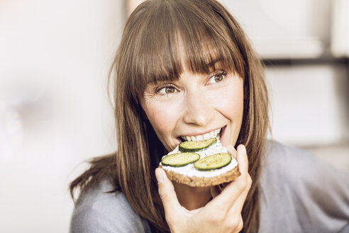 Mature woman eating healthy cucumber bread - MCF00065