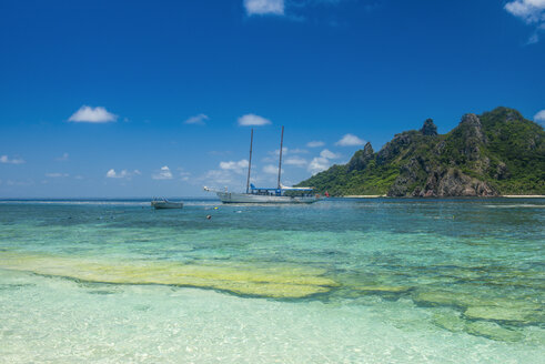 Fiji, Mamanuca islands, Monuriki, turquoise water and boat - RUNF01351