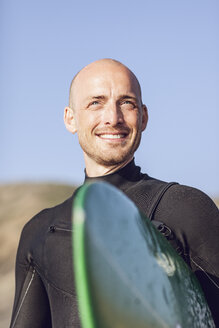 Portrait of smiling surfer with surfboard - MCF00112