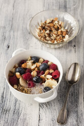 Cereals with almond milk, nuts and berries, vegan - EVGF03410