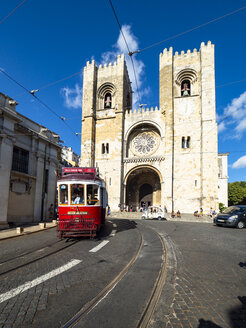 Portugal, Lisbon, red tram in front of Catedral Sé Patriarcal - AM06796