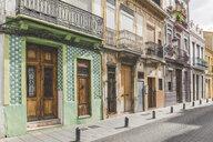 Spain, Valencia, El Cabanyal, row of of houses - KEBF01170