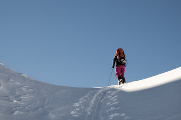 Switzerland, Bagnes, Cabane Marcel Brunet, Mont Rogneux, woman ski touring in the mountains - ALRF01373