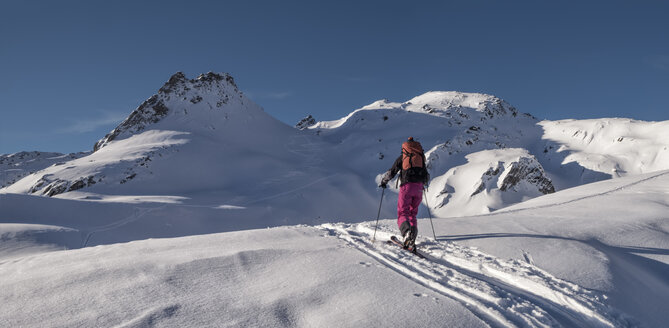 Switzerland, Bagnes, Cabane Marcel Brunet, Mont Rogneux, woman ski touring in the mountains - ALRF01385
