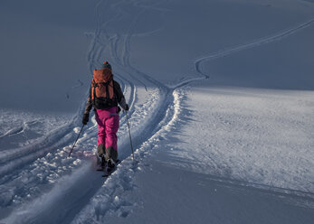 Switzerland, Bagnes, Cabane Marcel Brunet, Mont Rogneux, woman ski touring in the mountains - ALRF01388