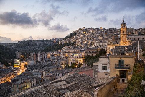 Italy, Sicily, Modica, townscape in the evening with church San Giorgio - MAMF00442