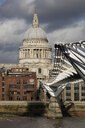 UK, London, City of London, Millenium Bridge und St. Paul's Cathedral - WI03836
