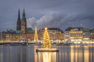 Germany, Hamburg, town hall, St. Nicholas' Church, Christmas tree, Binnenalster in the evening - KEBF01189