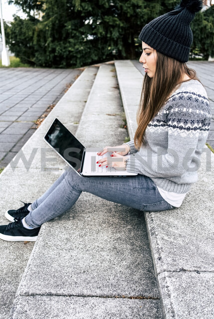 Young woman sitting outdoors on stairs using laptop - MGOF03960 - Marco Govel/Westend61