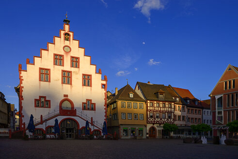 Germany, Bavaria, Karlstadt, town hall and market square in the evening light - LBF02389
