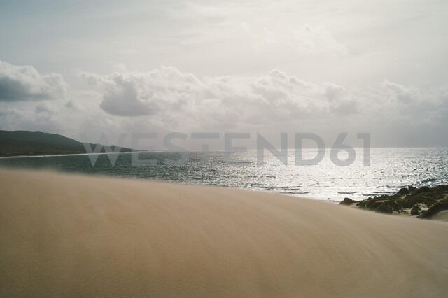 Spain, Tarifa, view from sand dune to the sea - OCMF00295 - Oscar Carrascosa Martinez/Westend61