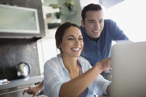 Couple at laptop in kitchen - HEROF25309