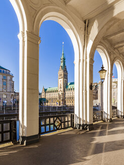 Germany, Hamburg, Alsterarkaden and city hall - WDF05154