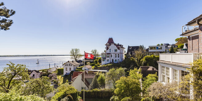 Germany, Hamburg, Blankenese, residential houses at the Elbe shore - WDF05172